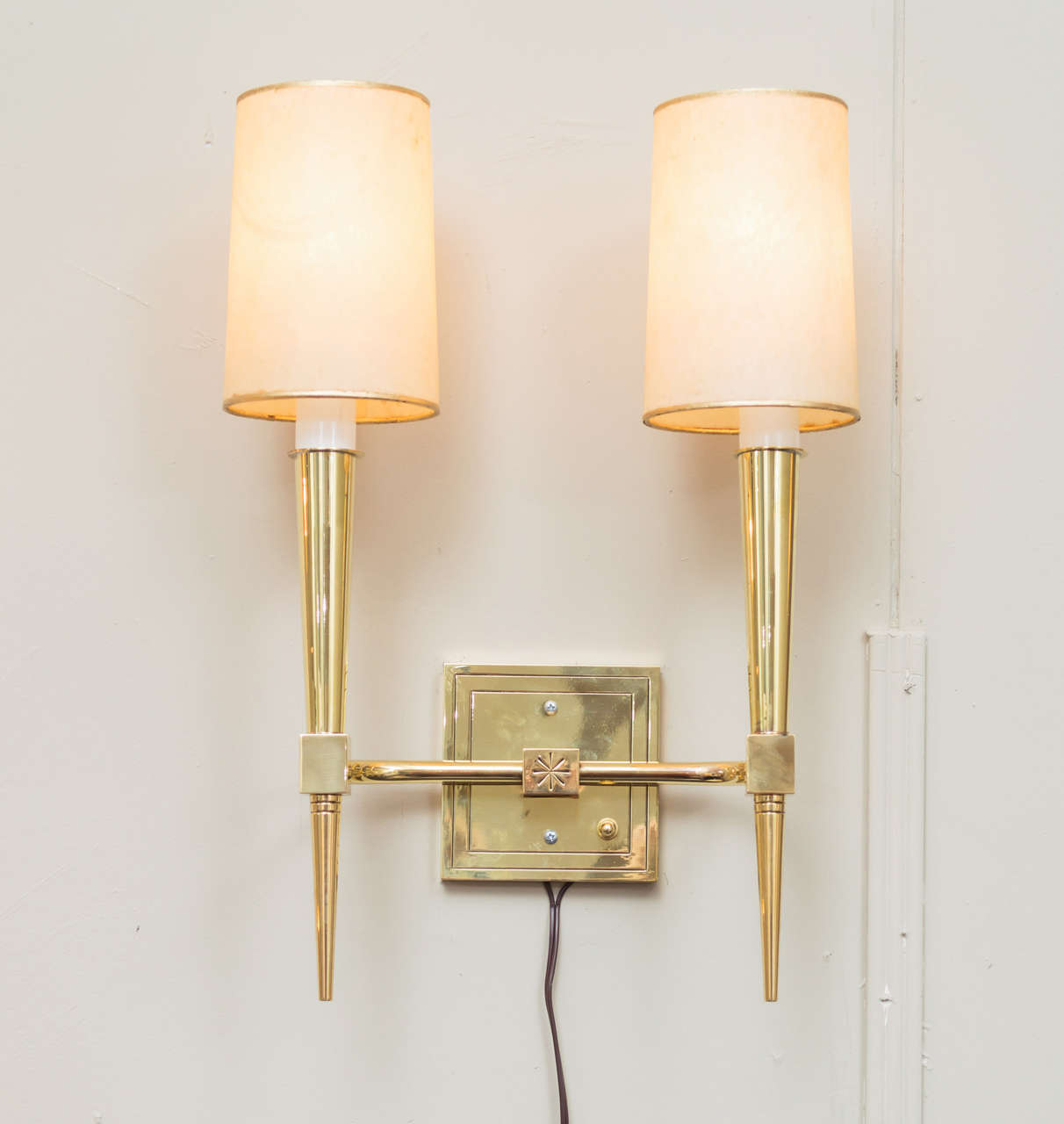 Mid-Century Modern Pair of Tommi Parzinger Wall Sconces For Sale