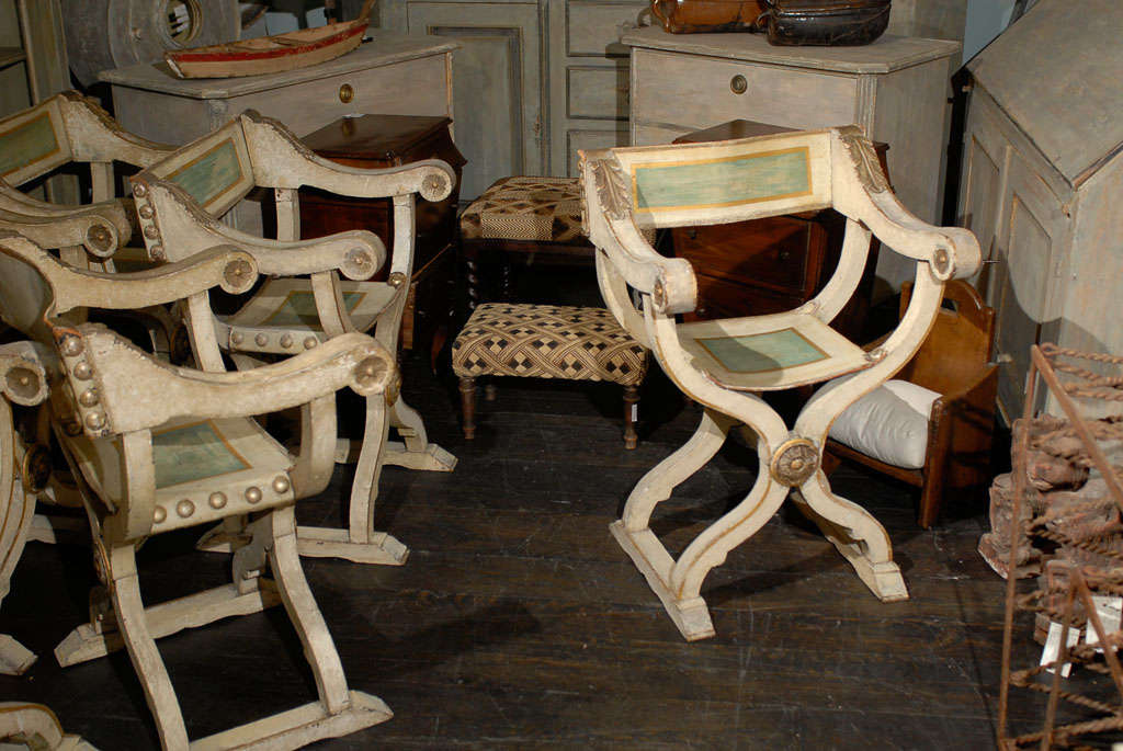 Pair Of 19th Century Italian Wood And Leather Curule Chairs In Good  Condition For Sale In