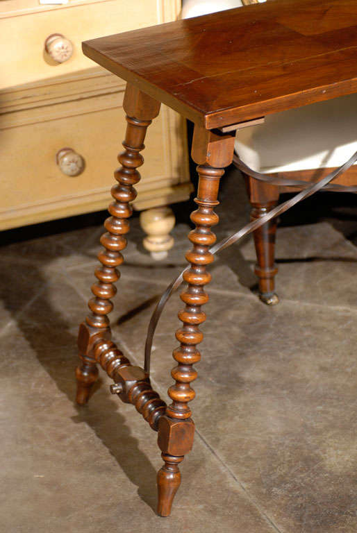 Spanish Late Renaissance Style Table with Bobbin Legs and Iron Stretcher, 1900s In Good Condition For Sale In Atlanta, GA