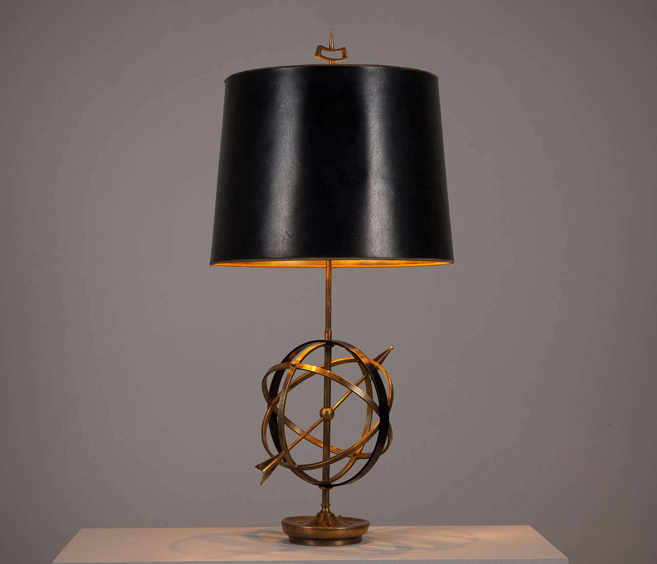 solid brass 39 sundial 39 table lamp for sale at 1stdibs. Black Bedroom Furniture Sets. Home Design Ideas