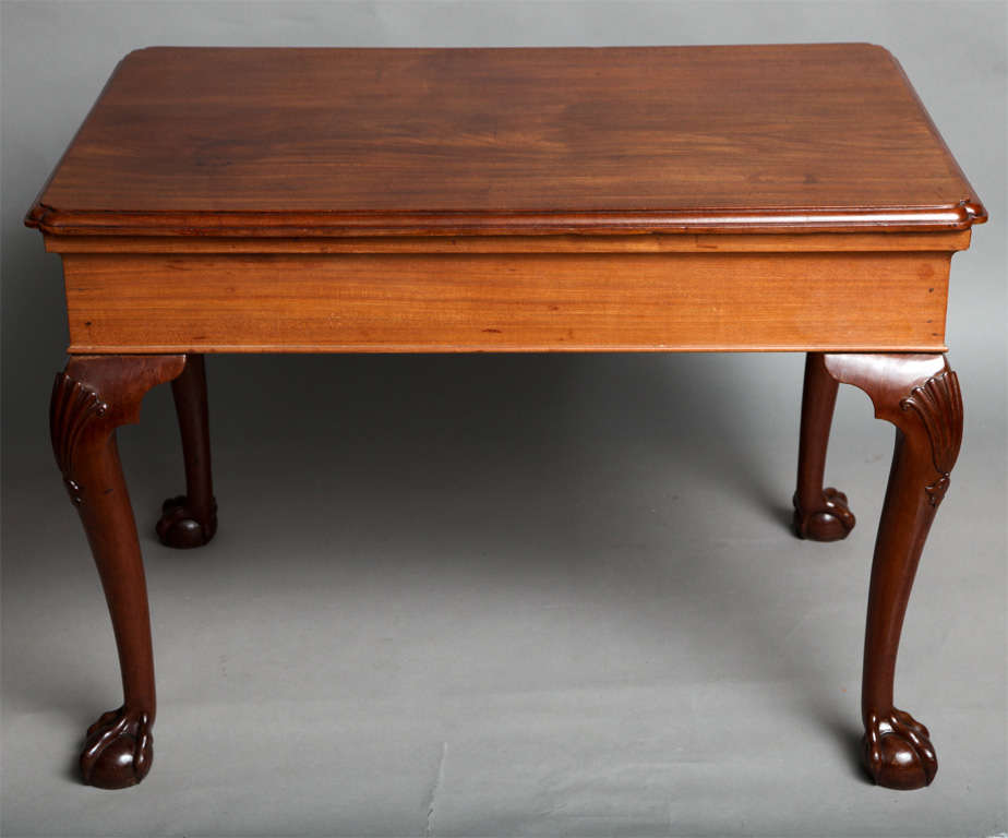Very fine George II period center table, circa 1745,  the single plank vividly grained Cuban mahogany top having molded edge and reentrant