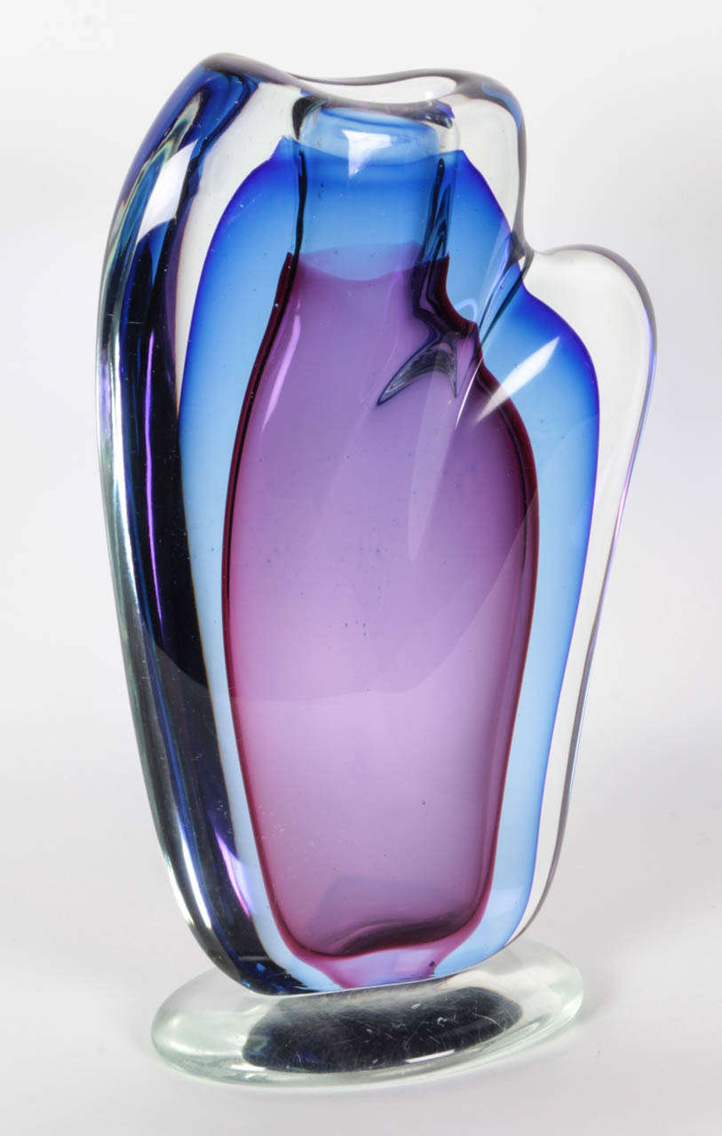 Fantastic large-scale Sommerso vessel with blue and violet toned encased in a thick clear glass overlay by Archimede Seguso.