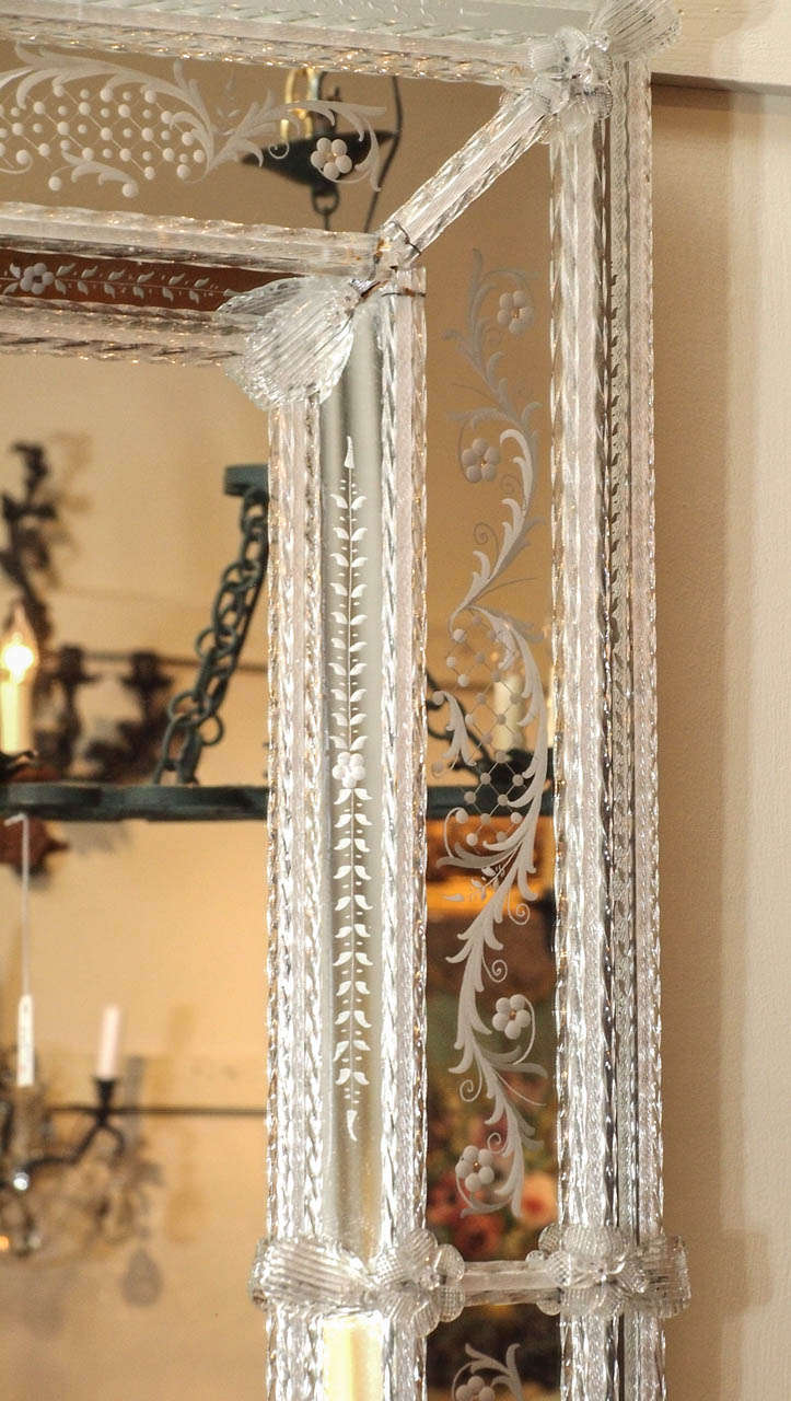 Antique Venetian Mirror circa 1920s-1930s In Excellent Condition For Sale In New Orleans, LA