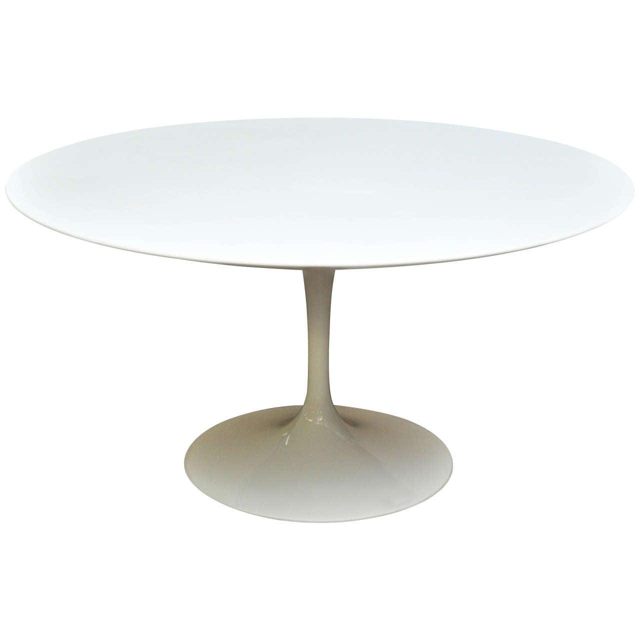 knoll saarinen dining table for sale at 1stdibs. Black Bedroom Furniture Sets. Home Design Ideas