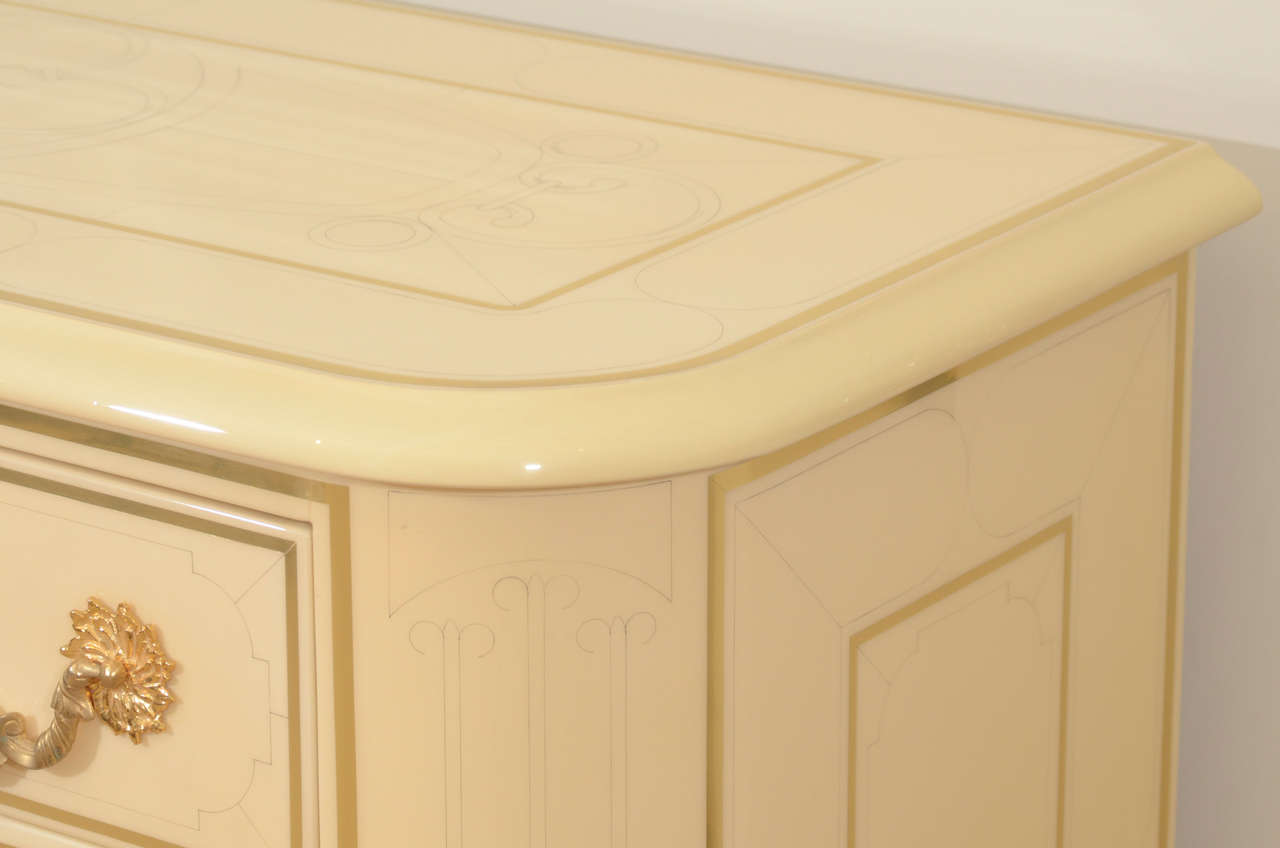 Three-Drawer Cream Lacquered Commode by Bagues 5