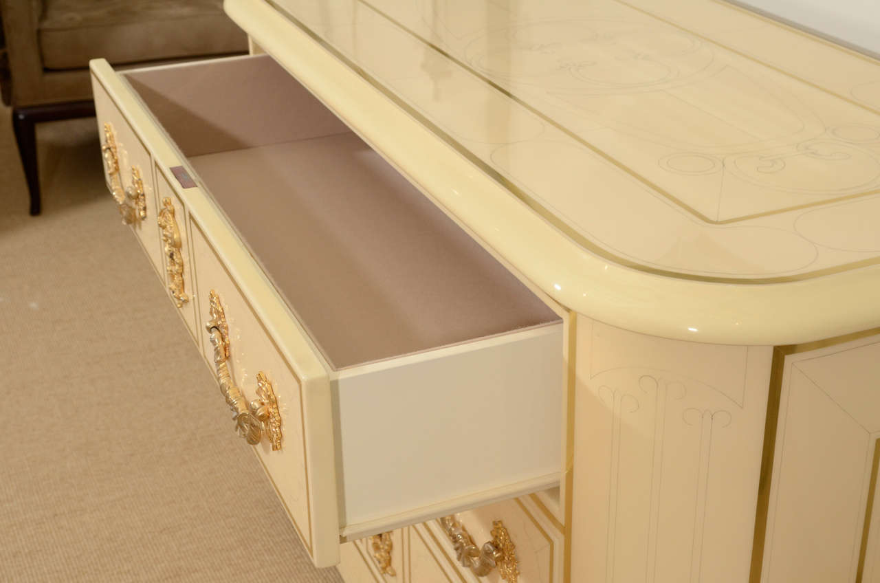 Three-Drawer Cream Lacquered Commode by Bagues 9