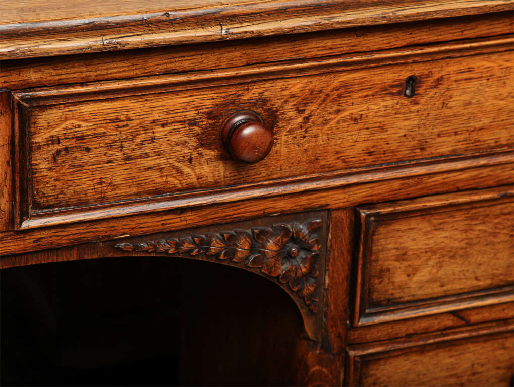 Unusual 19th Century Oak Partners Desk In Good Condition For Sale In New York, NY