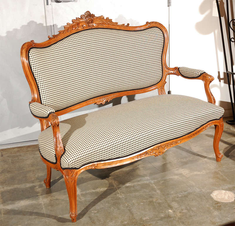 Antique louis xv style canape for sale at 1stdibs for Canape style louis xv