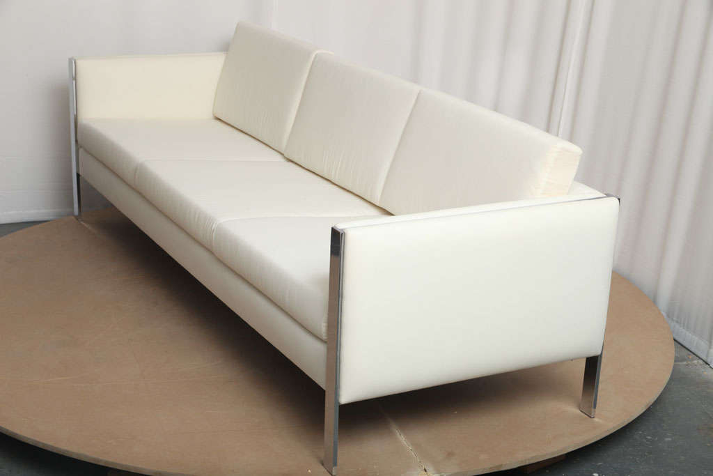 Sofa, Muslin Upholstery in Milo Baughman Style For Sale 1