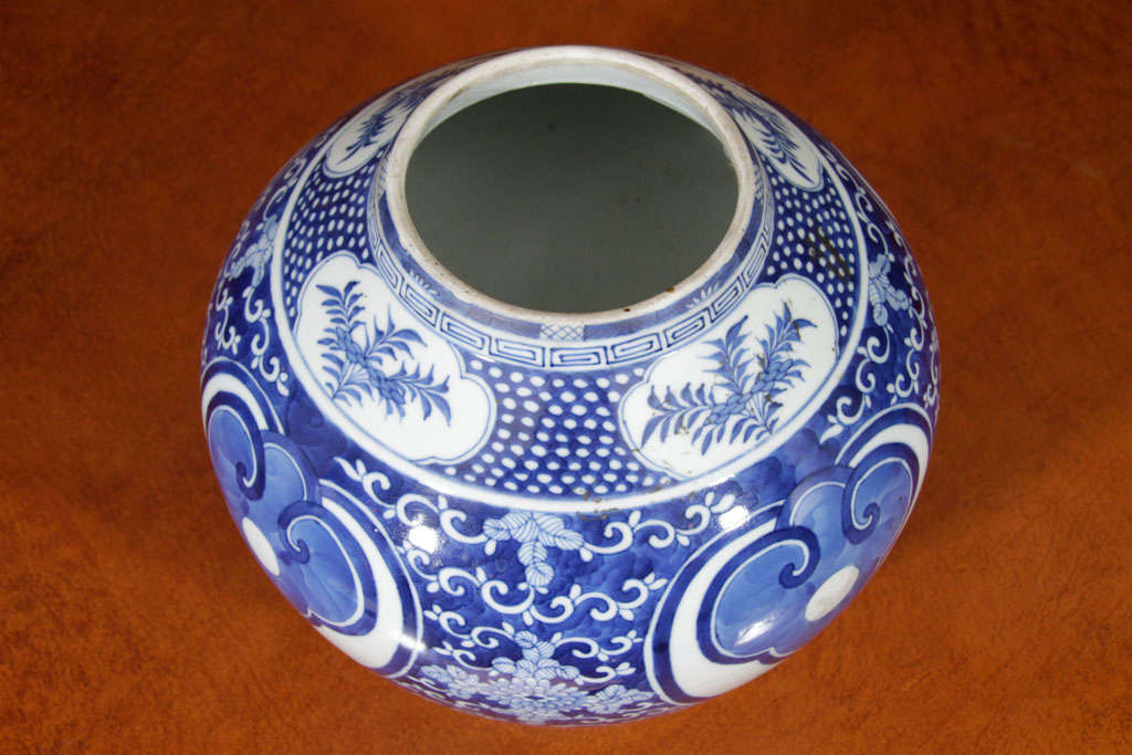 Chinese Blue and White Porcelain Jar For Sale 2