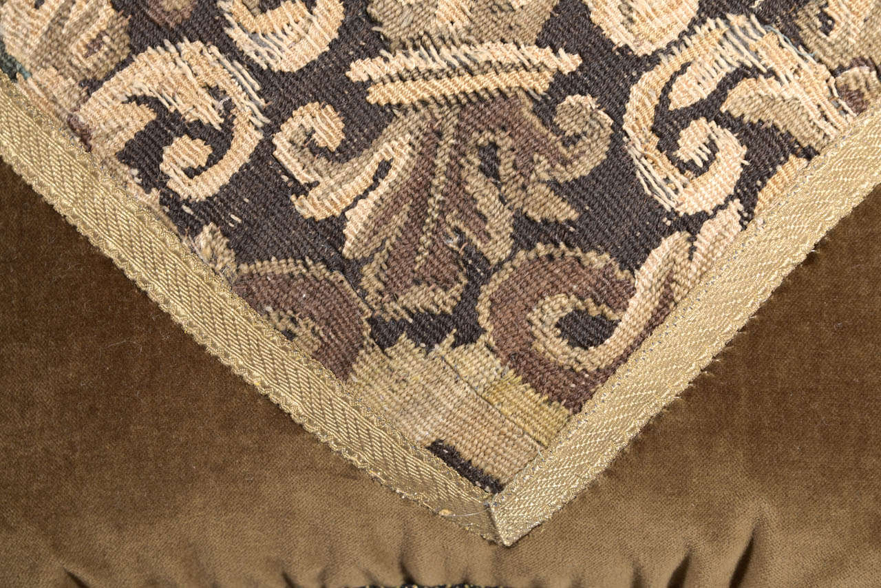 Pair of 18th Century Tapestry Pillows For Sale 2