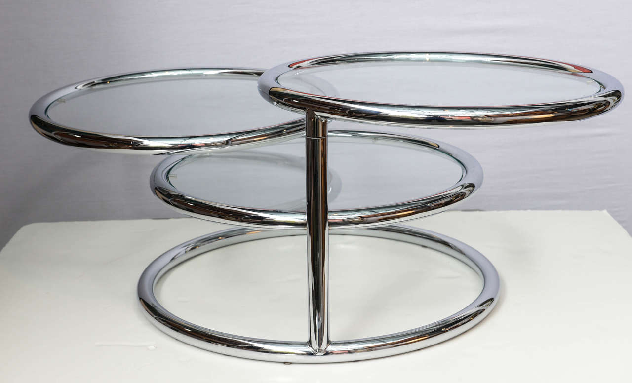 Milo Baughman Style Swivel Tiered Circles Coffee Table In Excellent Condition For Sale In Miami, FL
