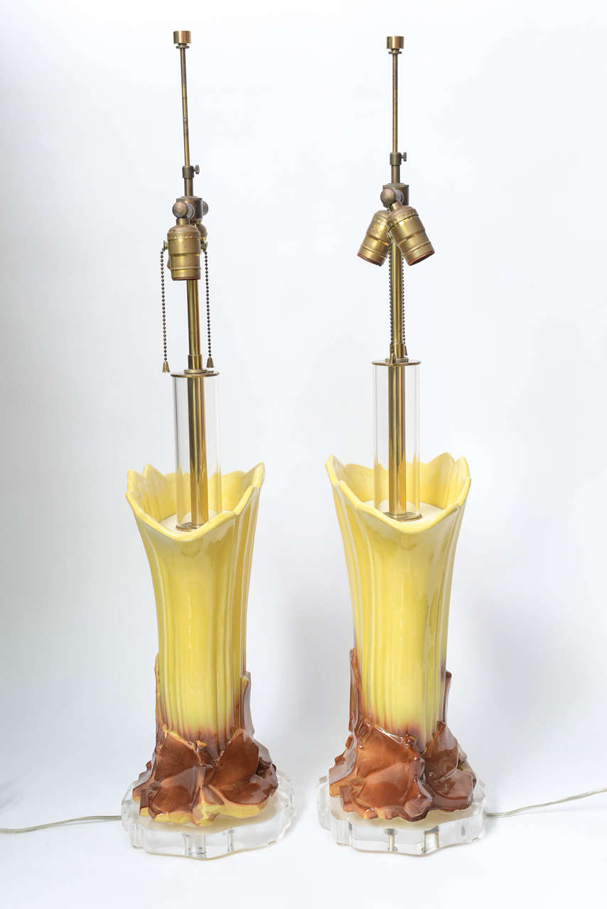 Pair of 1970s Ceramic and Lucite Table Lamps For Sale 2
