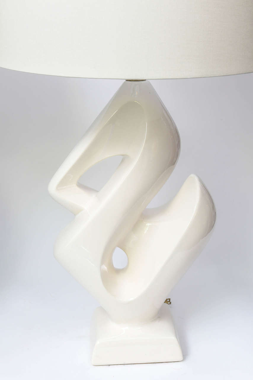 this vintage pair of white ceramic ampersand table lamps is no. Black Bedroom Furniture Sets. Home Design Ideas
