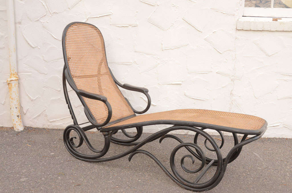 Thonet ebonised chaise model 2 at 1stdibs for Chaise thonet