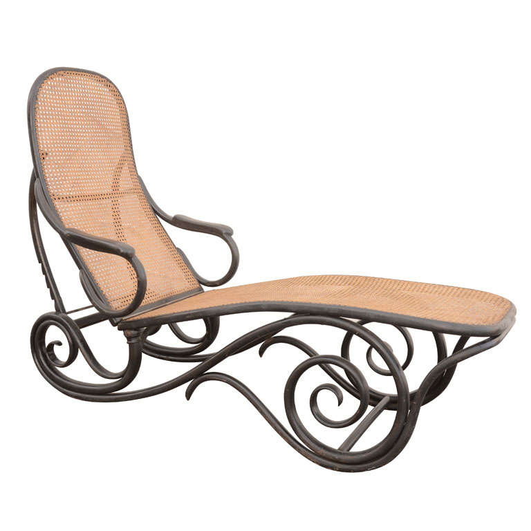 Thonet ebonised chaise model 2 at 1stdibs for Chaise bentwood