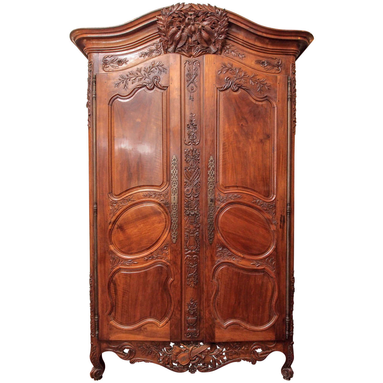louis xv walnut armoire du marriage for sale at 1stdibs. Black Bedroom Furniture Sets. Home Design Ideas