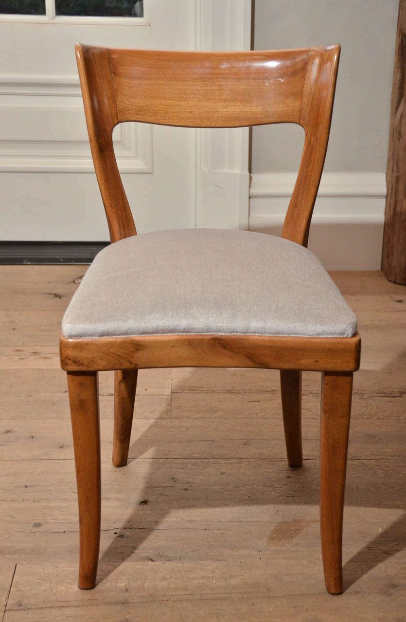 Beautiful set of six midcentury Italian dining chairs handcrafted in walnut by Cassina, it features a curved back and elegant legs. The chairs have been newly reupholstered in very light grey velvet.