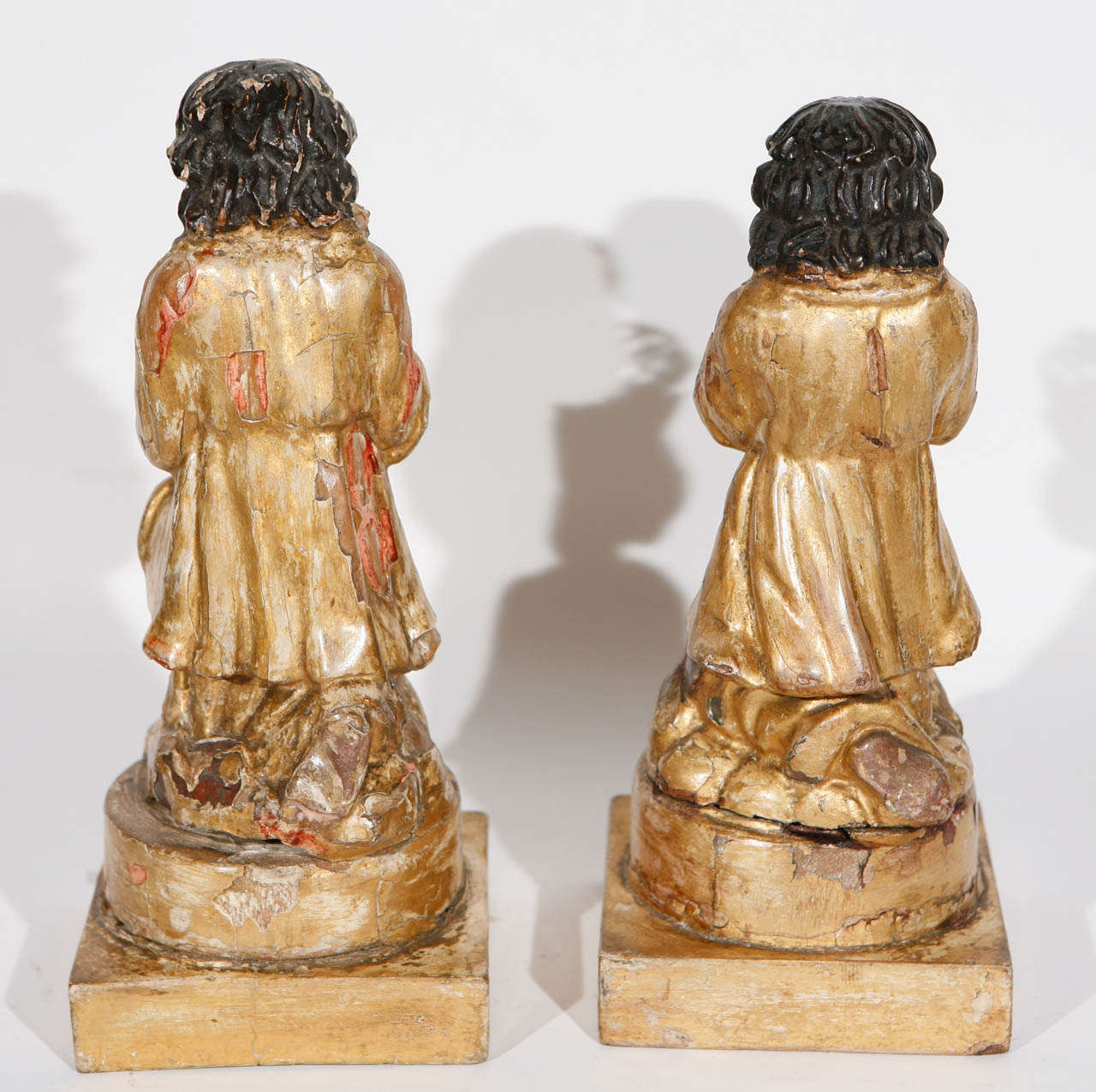 Pair of 18th Century Italian Carved Giltwood Saints For Sale 2