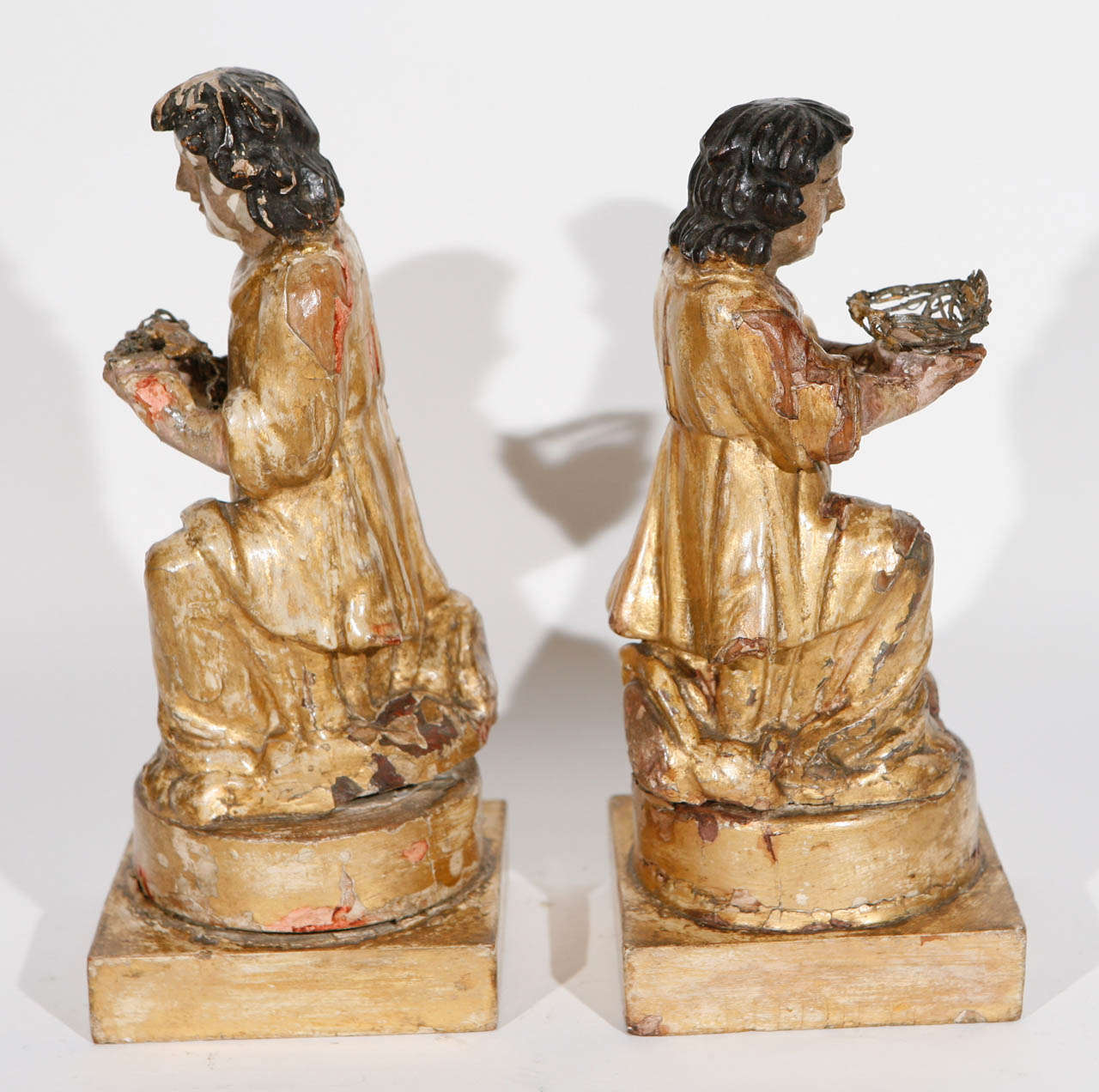 Pair of 18th Century Italian Carved Giltwood Saints For Sale 3
