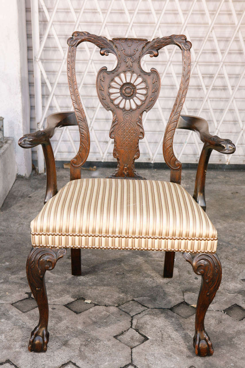 Pair of 1900s English Carved Walnut Armchairs In Excellent Condition For Sale In Los Angeles, CA