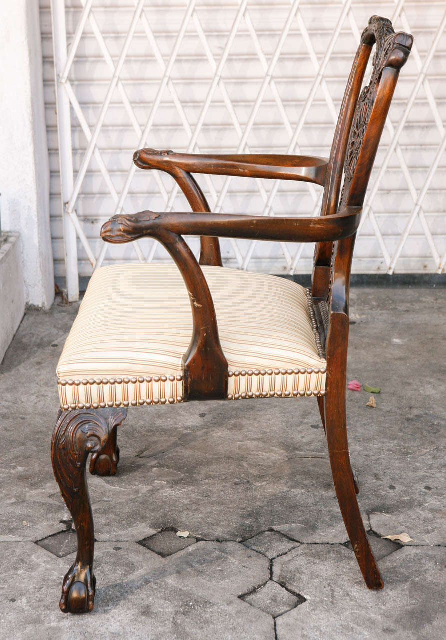 Pair of 1900s English Carved Walnut Armchairs For Sale 2