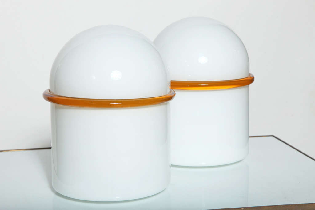 Modern Pair of SIV Murano Società Italiana Amber Banded White Glass Domed Table Lamps  For Sale