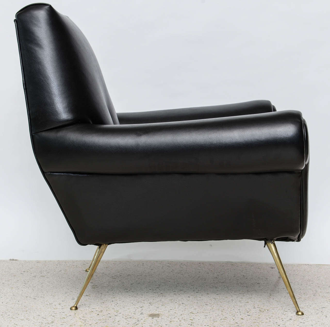 Pair of Italian Modern Leather and Brass Lounge Chairs, Minotti In Excellent Condition For Sale In Miami, FL