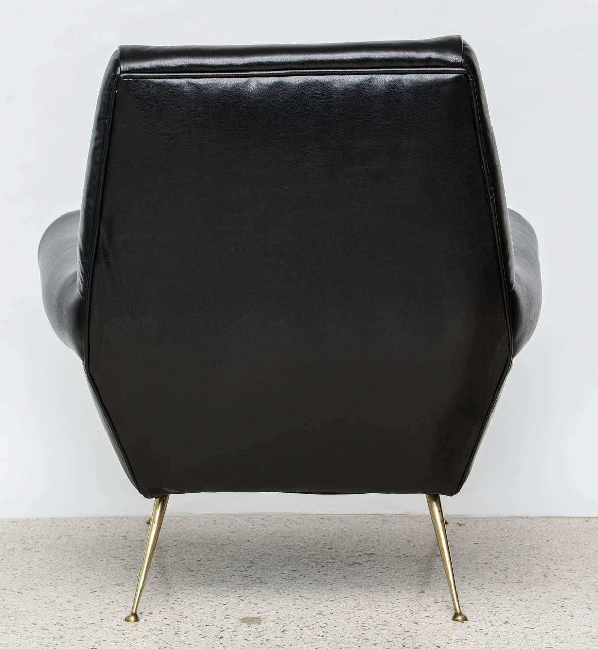 Pair of Italian Modern Leather and Brass Lounge Chairs, Minotti For Sale 1