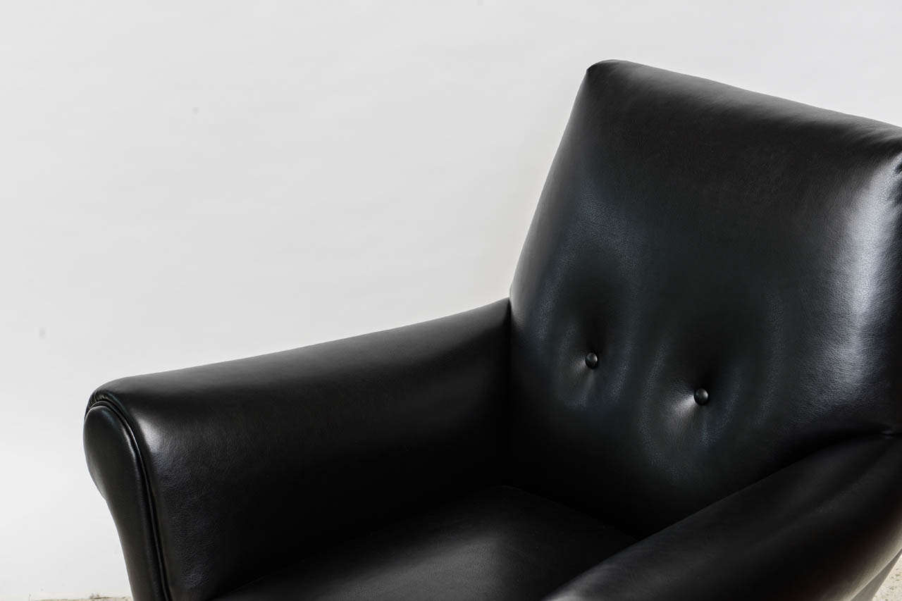Pair of Italian Modern Leather and Brass Lounge Chairs, Minotti For Sale 2