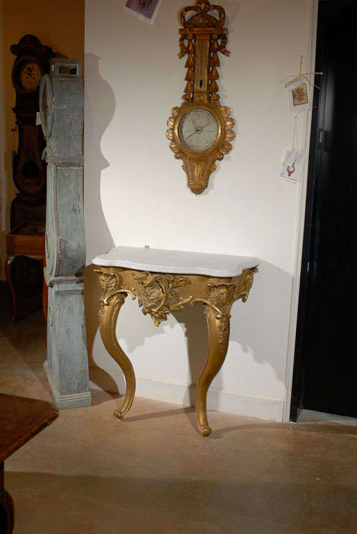 French Rococo Revival 1850s Console Table with Carrara Marble Top and Gilt Base For Sale 4