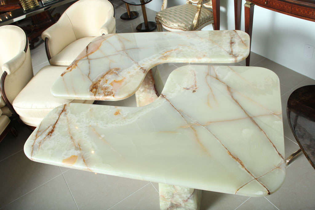 Italian Modern Onyx Center Table/Pair of Corner Consoles, attributed to Borsani For Sale 1