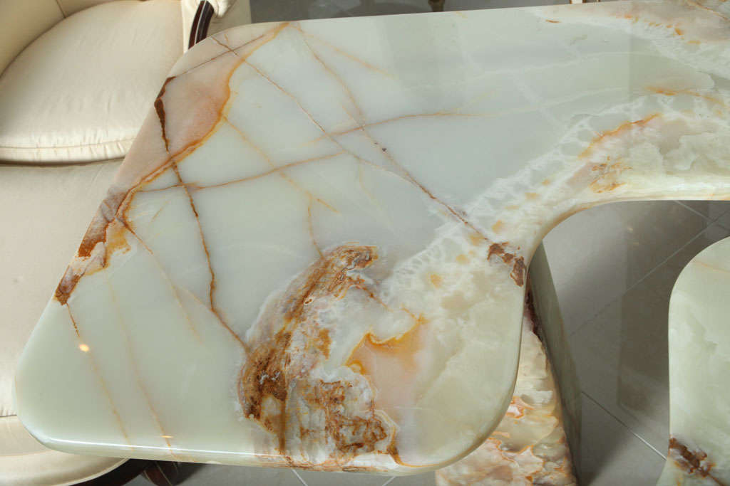Italian Modern Onyx Center Table/Pair of Corner Consoles, attributed to Borsani For Sale 3