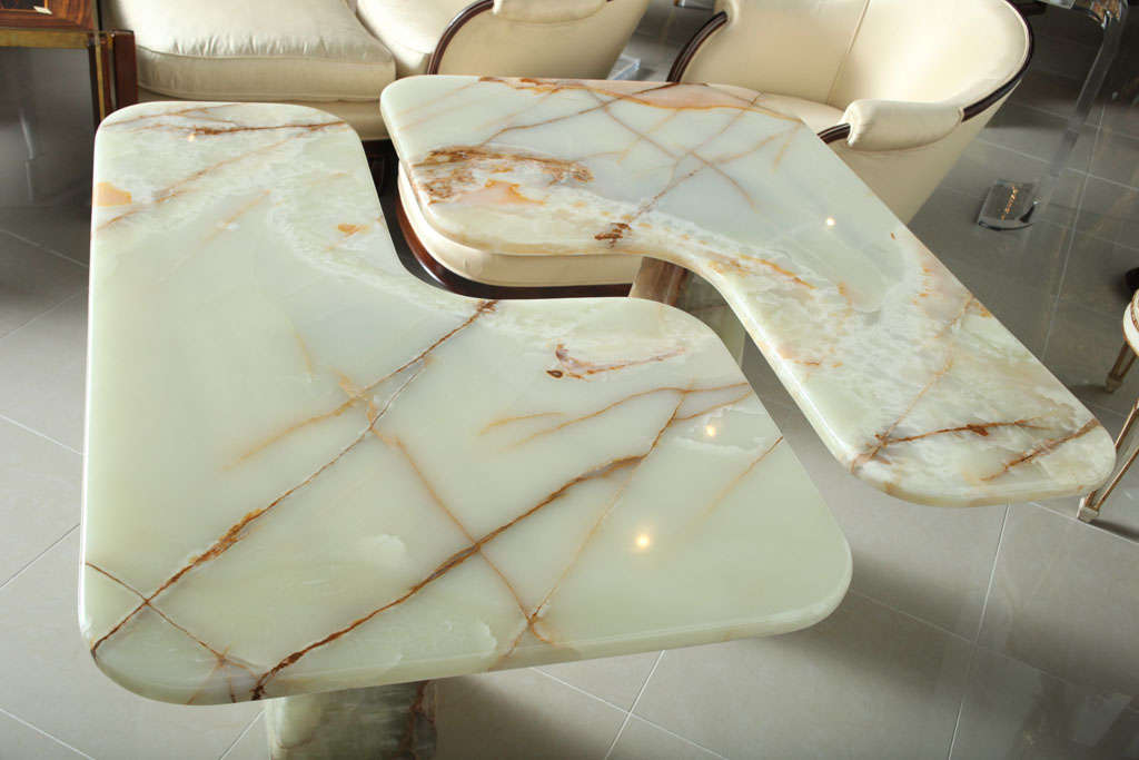 Italian Modern Onyx Center Table/Pair of Corner Consoles, attributed to Borsani For Sale 4