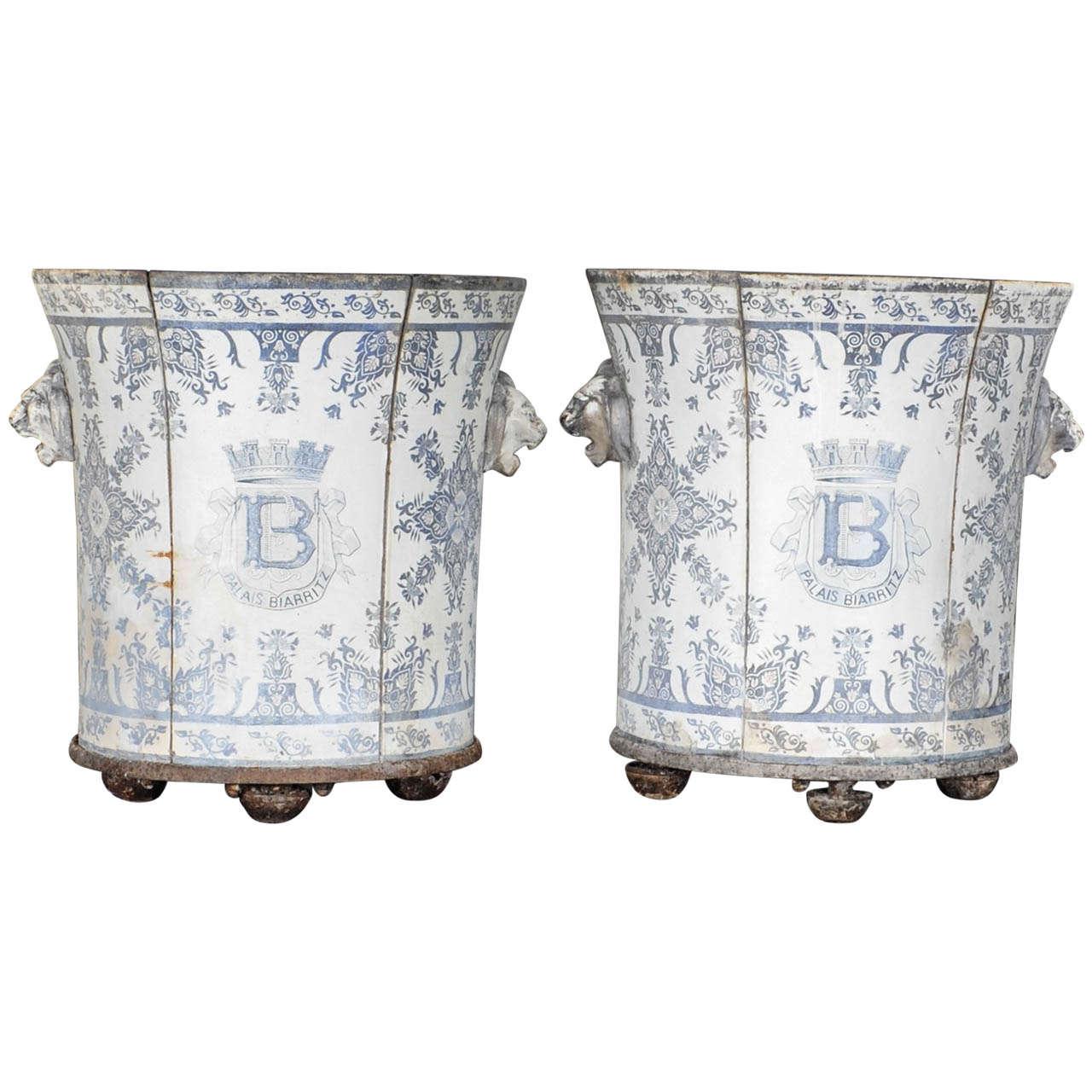 Modern Style Rouen - Pair of enameled cast iron greenhouse planters rouen style 1