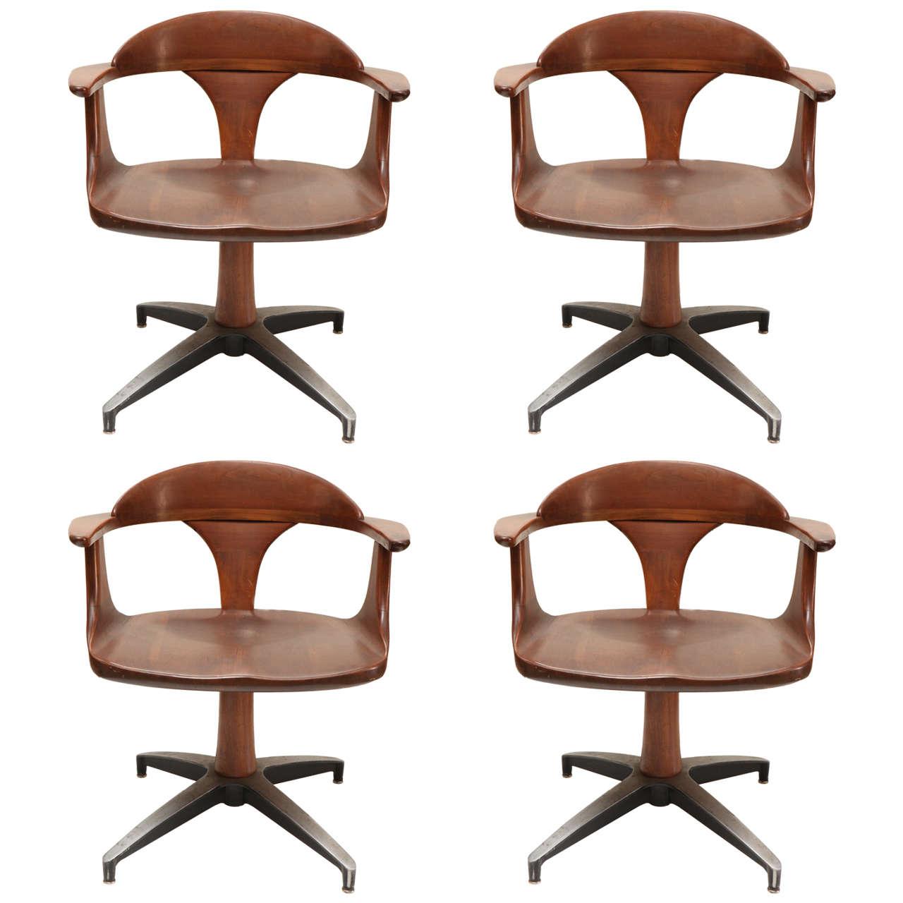 Set of Four Mid Century Walnut Chairs at 1stdibs : X from www.1stdibs.com size 1280 x 1280 jpeg 90kB