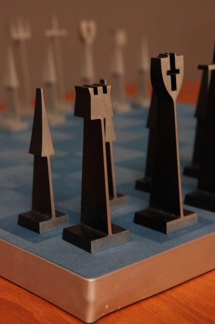Austin Enterprises Aluminum Chess Set and Board In Excellent Condition In Los Angeles, CA