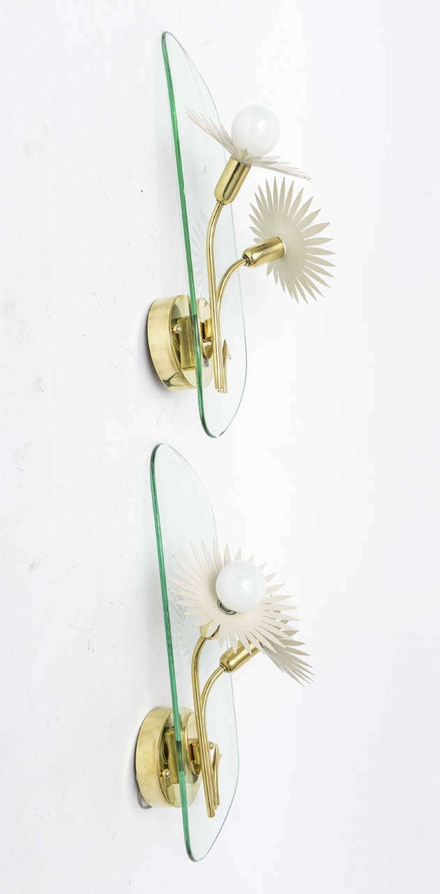 Mid-Century Modern Pair of Italian Brass and Glass Wall Sconces in the Manner of Pietro Chiesa For Sale