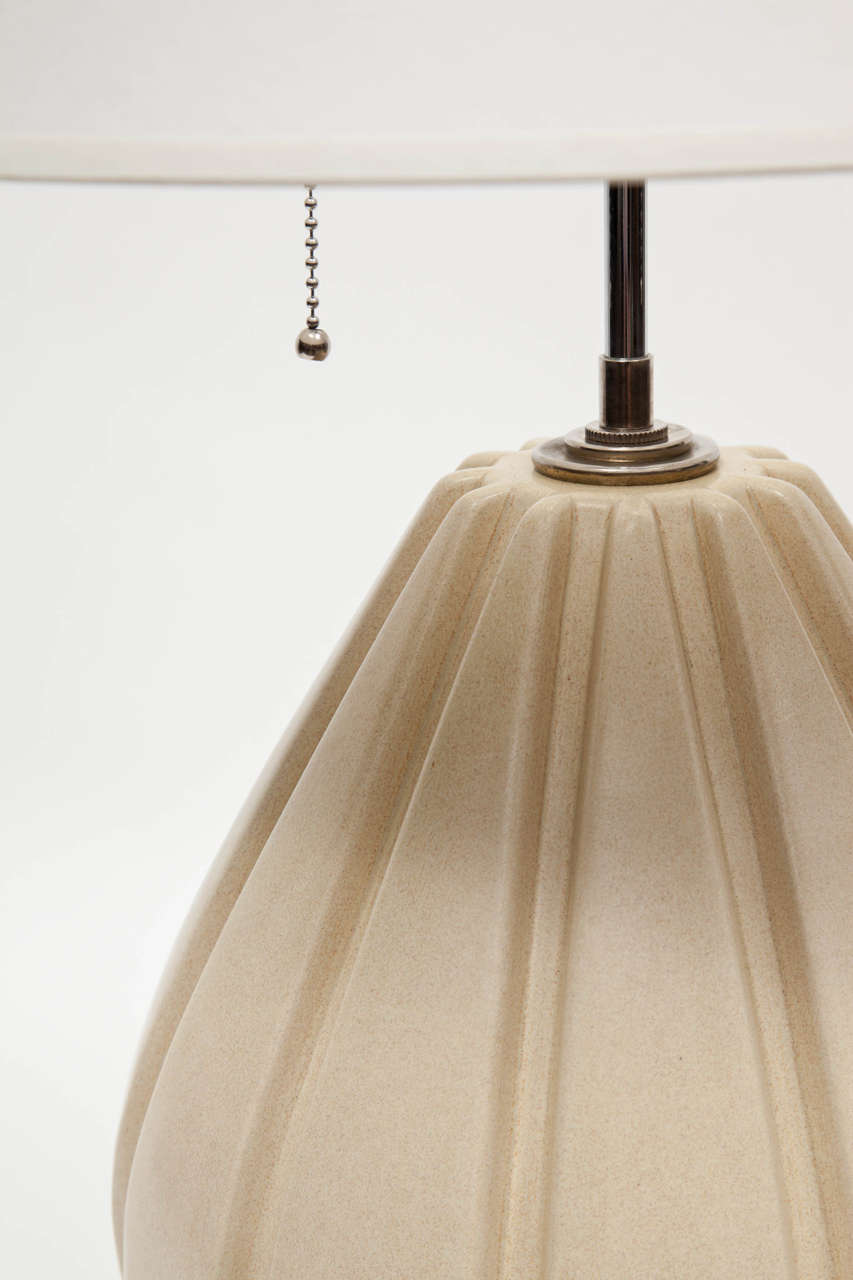 American Pair of Beige Ribbed Ceramic Table Lamps For Sale