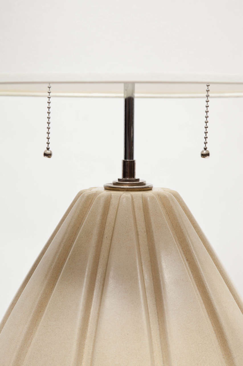 Pair of Beige Ribbed Ceramic Table Lamps In Excellent Condition For Sale In New York, NY