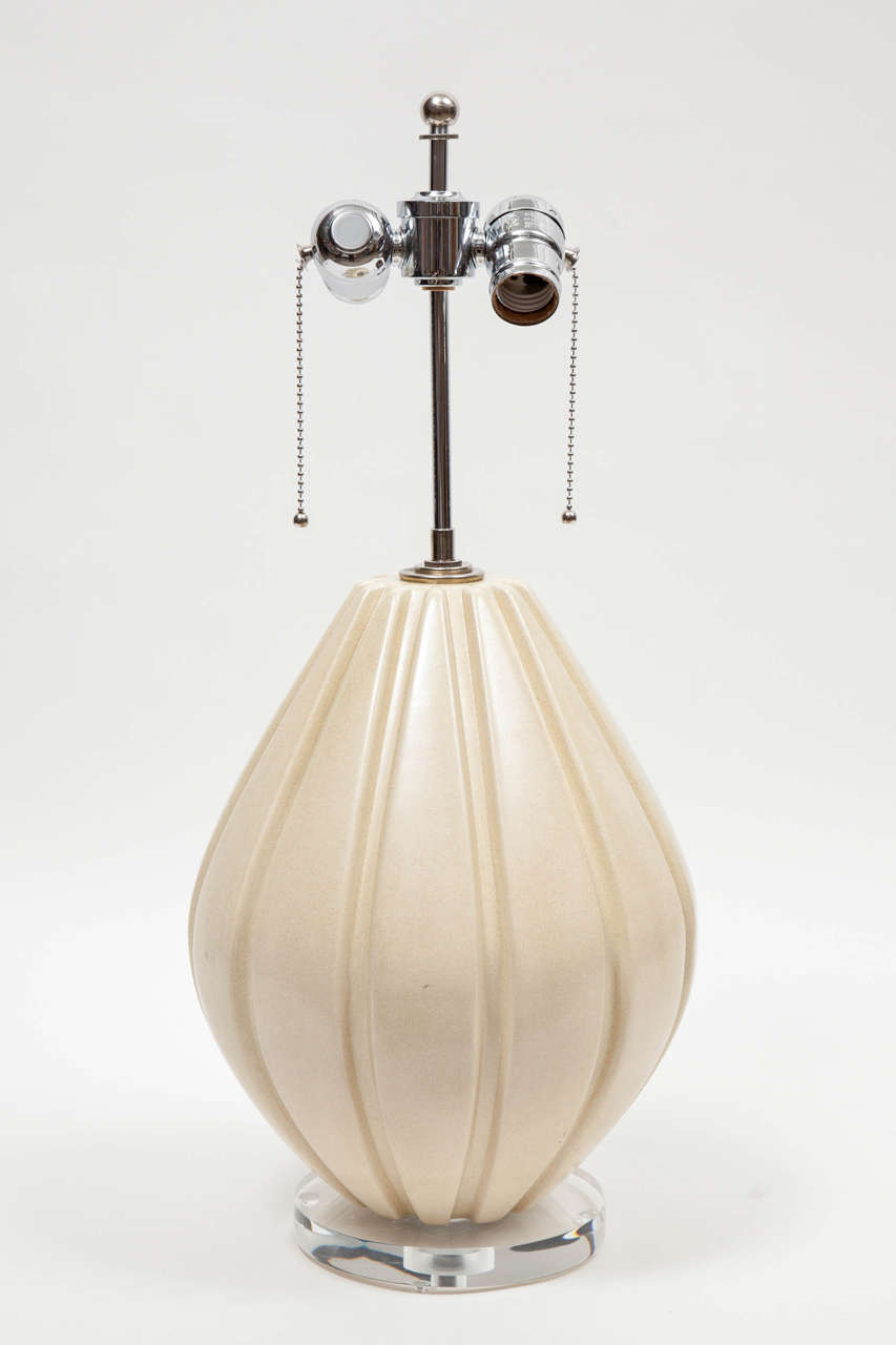Chrome Pair of Beige Ribbed Ceramic Table Lamps For Sale