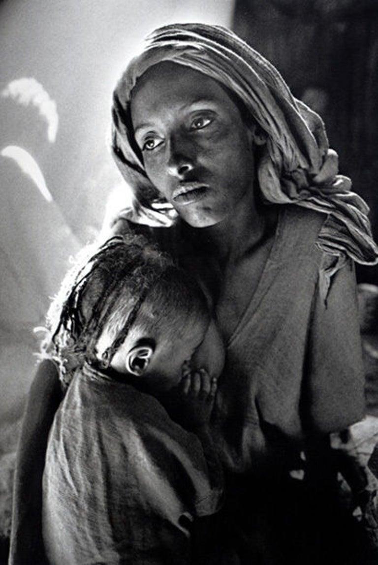 Ethiopia [mother and child] - Photograph by Sebastião Salgado