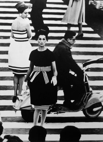 Simone & Nina, Piazza di Spanga, Rome [Vogue] - Photograph by William Klein