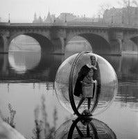 Melvin Sokolsky - Bouquet Seine, Paris