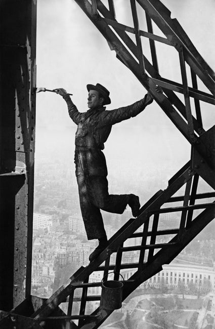 Marc Riboud Black and White Photograph - Painter of the Eiffel Tower, Paris