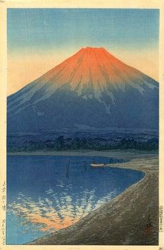 Daybreak over Lake Yamanaka