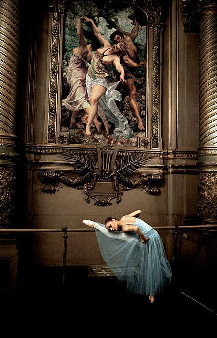 Foyer Des Arts Paris : Gérard uféras alexandra cardinale dans le foyer de la