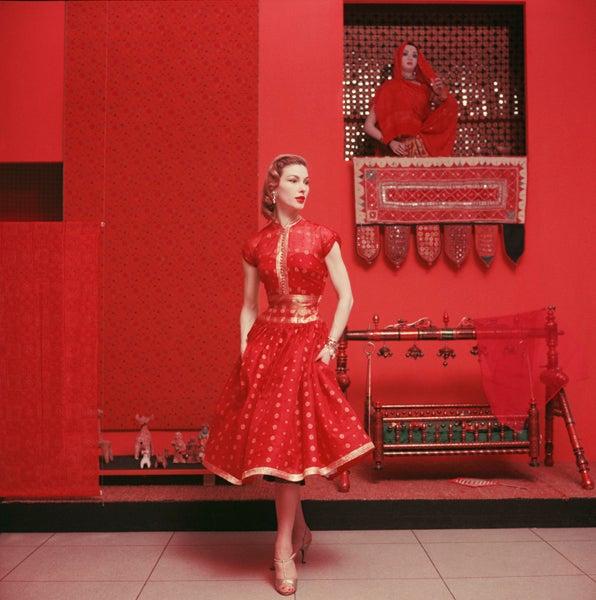 Mark Shaw Color Photograph - Indian Inspired Fashion at MOMA, 1955