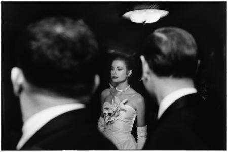 GRACE KELLY, NEW YORK CITY, 1956 - Photograph by Elliott Erwitt