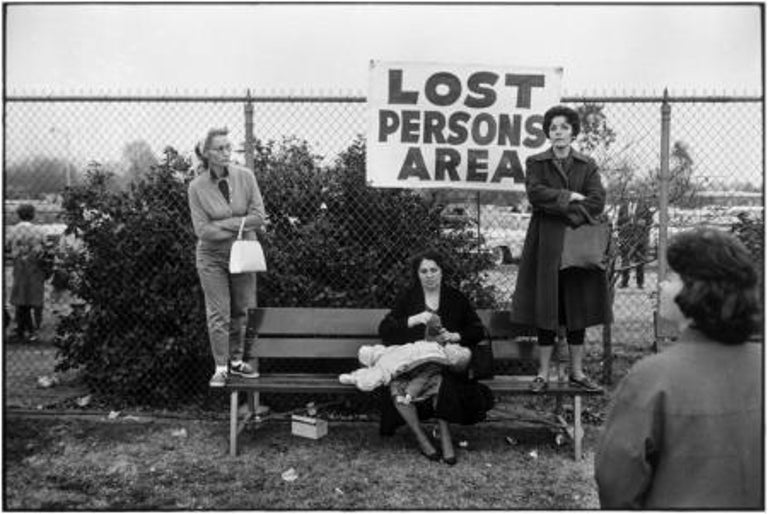 Elliott Erwitt Black and White Photograph - Pasadena, California, 1963